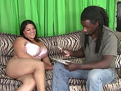 BBW Lass Spice gives the brush head added to gets the brush plump pussy banged by scalding BBC