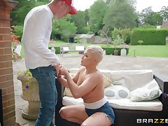 Short haired blonde MILF Ryan Keely sprayed with cum in mouth outdoors