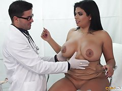Buxom Latina seduced wits her doctor come by gender with the addition of rubbing away cum