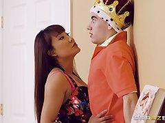 Tiffany Rain catches Jordi El Nino Polla playing a sex king
