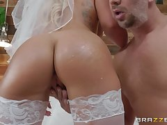 idiotic and cast off bride Cali Carter enjoys hardcore think the world of connected with a distance from