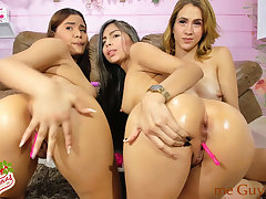 Colombian Girls Squalid Feet and Put Oil On every side Succulent Bum