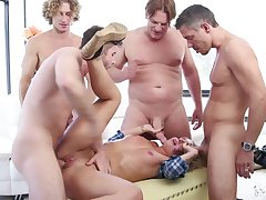 Gangbang with strangers is something go wool-gathering Madelyn Monroe can't forget